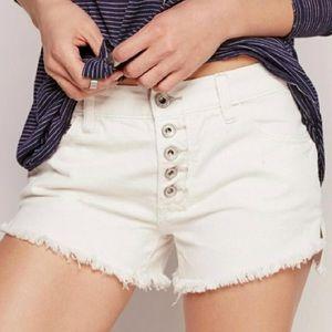 Free People Runaway distressed white shorts 26